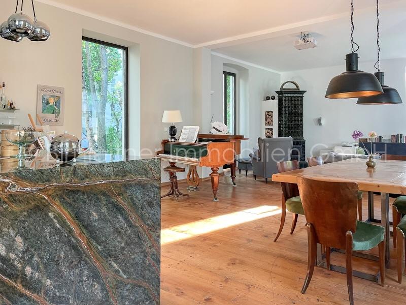 01WZ Blick von Küche zu Kamin